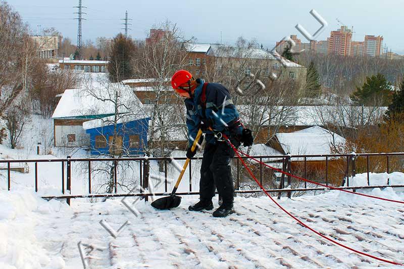 Чистка крыш от снега в минске